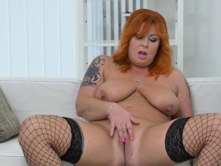 BBW milf Bobbees gives her pussy by a long chalk everywhere finger splodge