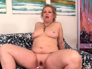 Machine Makes Grandma Kelly Leigh Orgasm
