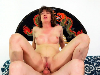 Older Mollycoddle Morgan Is an Experienced Slut