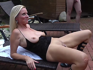 Creampie open-air groupsex