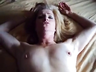 Wifes Quick Fuck And Creamy Facial !